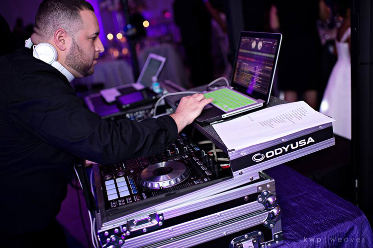 soundwave-entertainment-orlando-wedding-djs-vinny-juliao