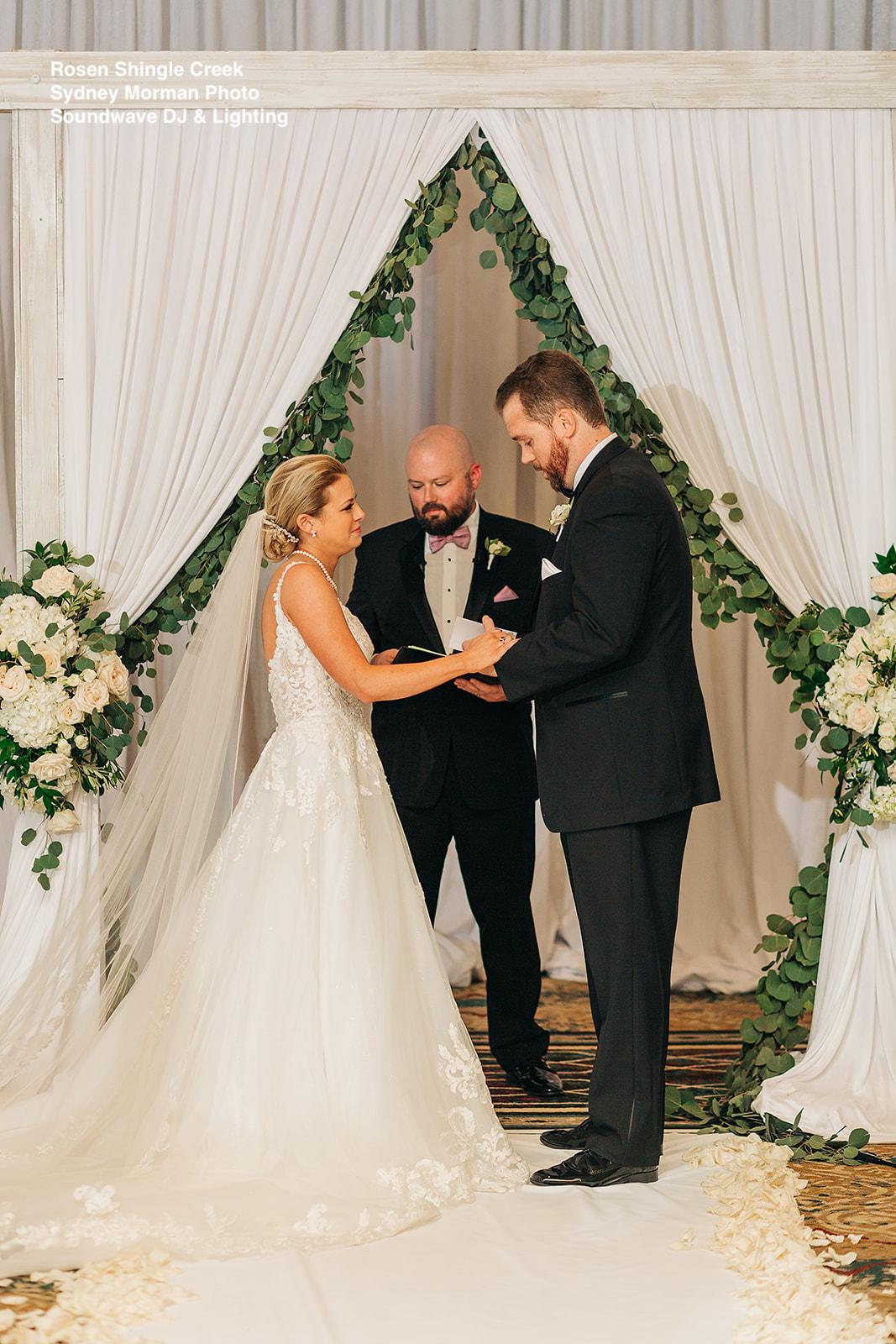 bride and groom vows wedding at rosen shingle creek soundwave entertainment